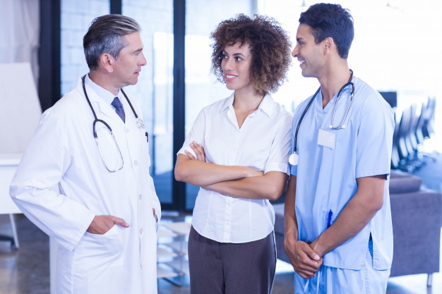 doctor-having-discussion-with-colleagues-hospital_107420-8680